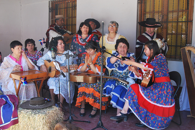 chilean folk music Violeta parra news, gossip, photos of violeta parra a renewal and a reinvention of chilean folk music which would extend its sphere of influence outside chile.